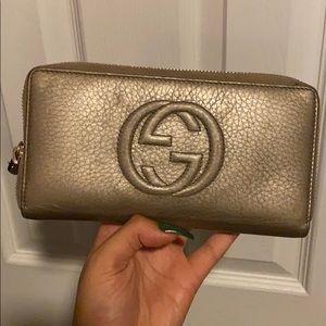 GUCCI Metallic Pebbled Calfskin wallet